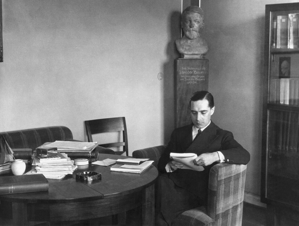 The Spanish philosophy professor Xavier Zubiri in his room at the Harnack House, 1930.
